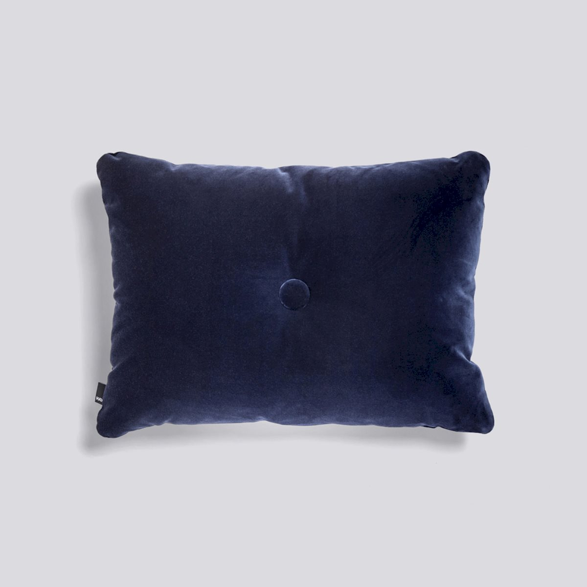 507298zzzzzzzzzzzzzz_dot-cushion-1-dot-soft-navy_1220x1220_brandvariant